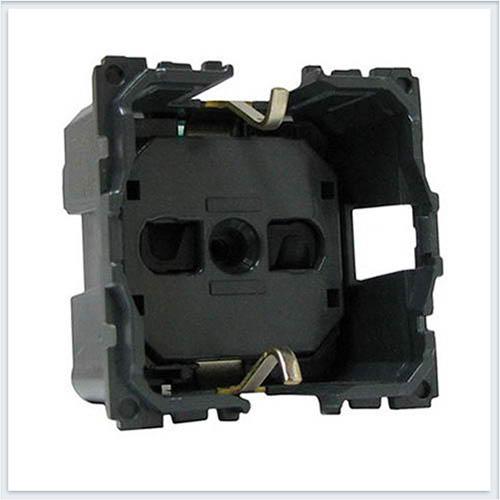 Розетка с/з с защитными шторками безвинтовой зажим 2 модуля Legrand Celiane 67153