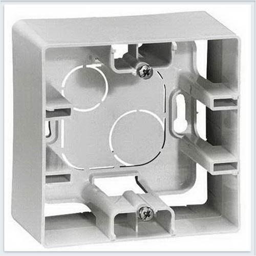 Коробка для накладного монтаж 1-ая белая Legrand Etika 672510