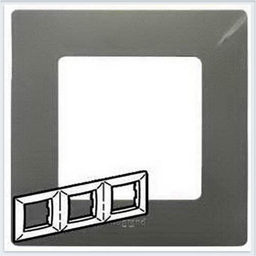 Рамка 3-ая светлая галька Legrand Etika 672523