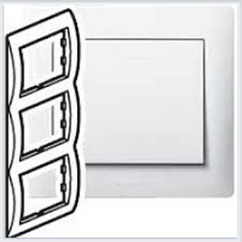Рамка 3-я вертикальная Legrand Galea Life Белый 771007