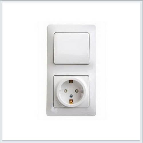 Блок: розетка с заземлением со шторками и 1-кл. выключатель Glossa Белый GSL000170