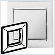 Рамка 1-ая белая вставка серебро Legrand Valena 770491