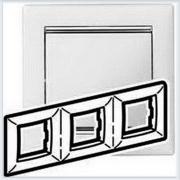 Рамка 3-ая белая вставка серебро Legrand Valena 770493