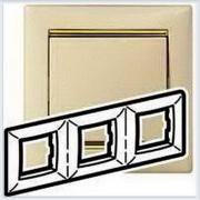 Рамка 3-ая Кремовый-золото Legrand Valena 774153