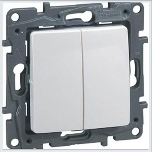 Выключатель 2-х клавишный с подсветкой белый Legrand Etika 672204